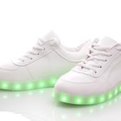 Белые кроссовки со светящейся подошвой led  подсветкой