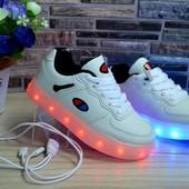 Крутые кроссовки с зарядкой -11 режимов -сразу отправка-распродажа