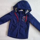 Куртка-ветровка р. 134. Цена -- 280 грн.
